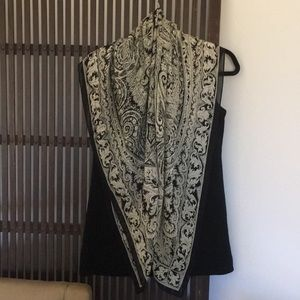 Ellen Tracy black/cream scarf with black border